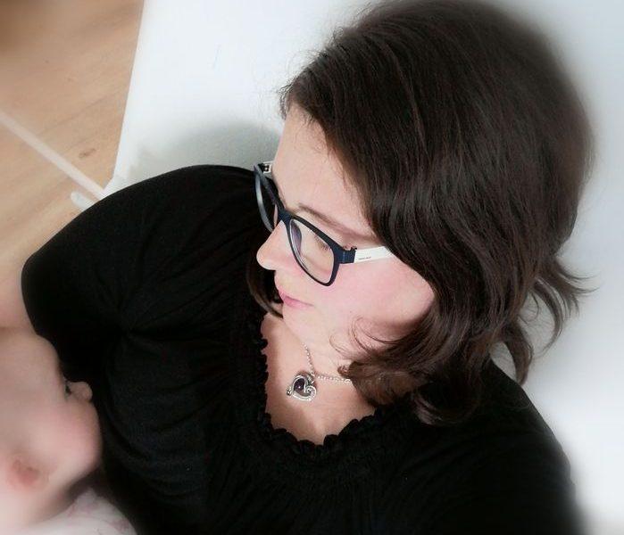 Najlepši-trenutki-med-dojenjem-prehod-iz-črpanja-na-dojenje-izberi-modro-družina