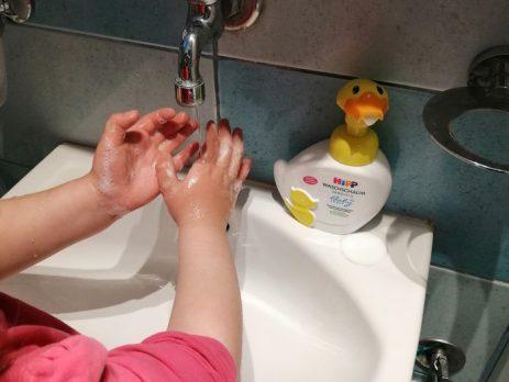 zabavno umivanje rok z hipp račko izberi modro družina
